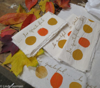 simple screen print fabric napkins with embroidery hoop and paper stencils