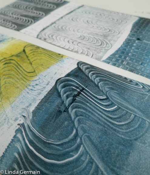 Make Mark with a comb - printmaking with out a press